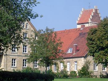 Hof Schulze-Dettenan der Kirche